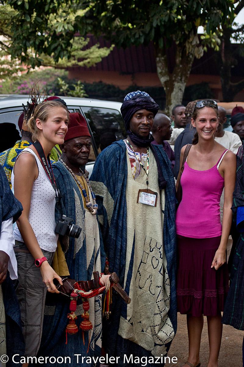 Des touristes prennent du plaisir au Ngouon 2012 à Foumban