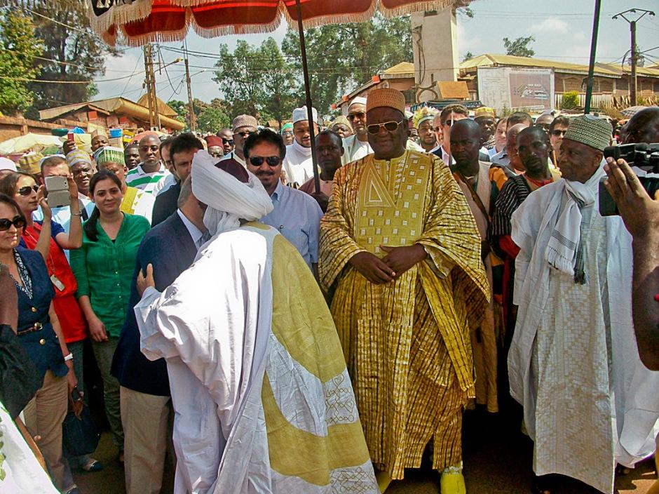 Le Sultan lors de la pose de la première pierre du Musée des Rois