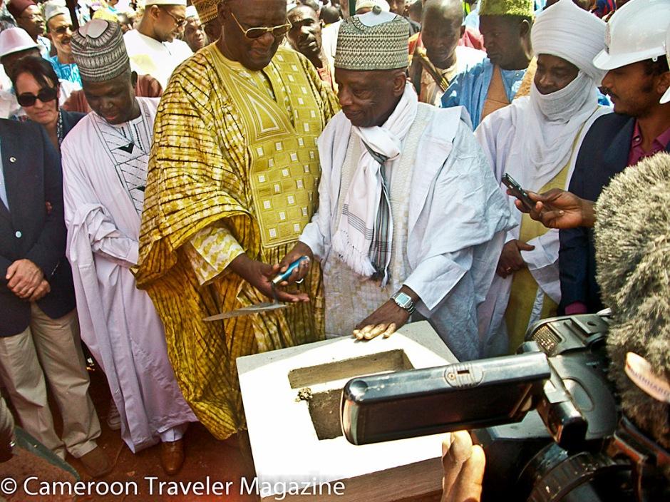 Ngouon 2012: Pose de la première pierre du Musée des Rois