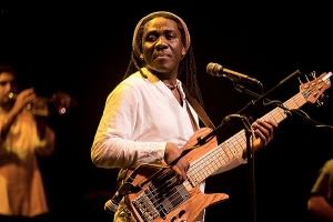 800px-Richard_Bona_in_2009_CC1