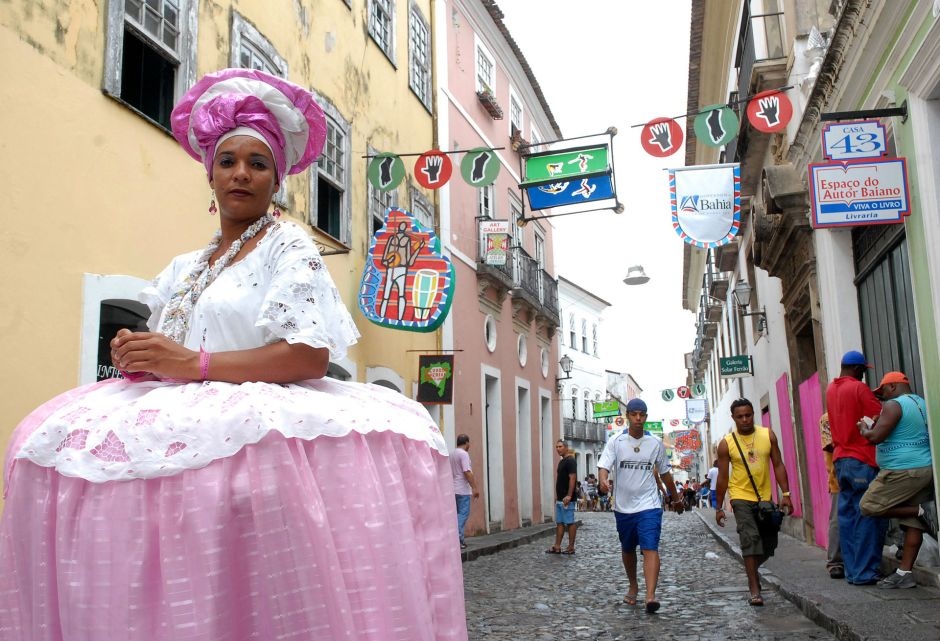 Typical dress of women from Bahia. © Agência Brasil under Creative Commons Attribution 3.0 Brazil License
