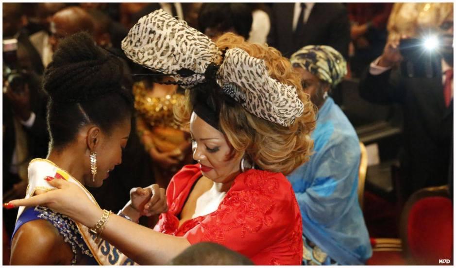Miss-Cameroun-2015-couronnée-par-MadameChantal-Biya